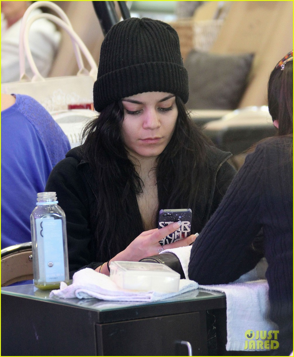 vanessa hudgens nail salon stop with stella 02