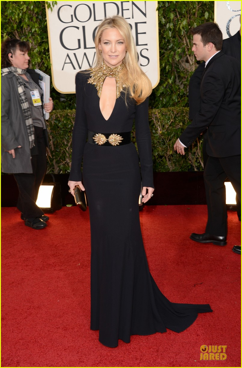 kate hudson golden globes 2013 red carpet 01
