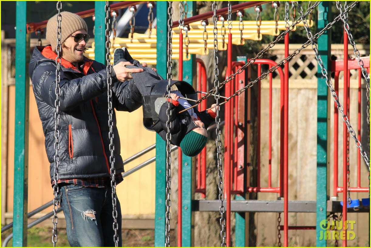 jared padalecki genevieve cortese park playdate with thomas 06