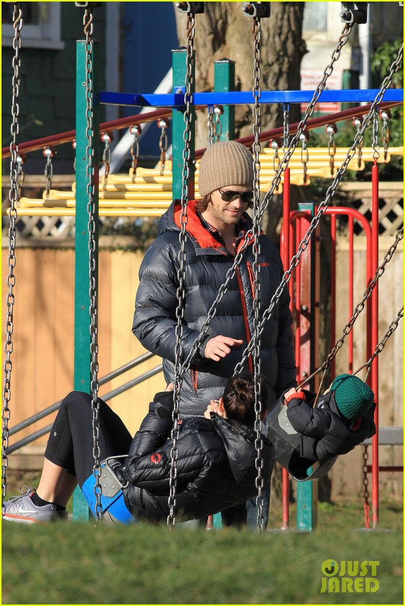 jared padalecki genevieve cortese park playdate with thomas 23