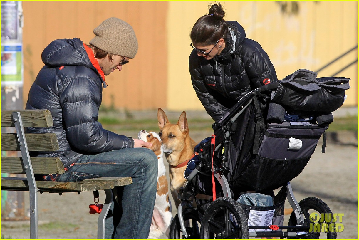 jared padalecki genevieve cortese park playdate with thomas 24
