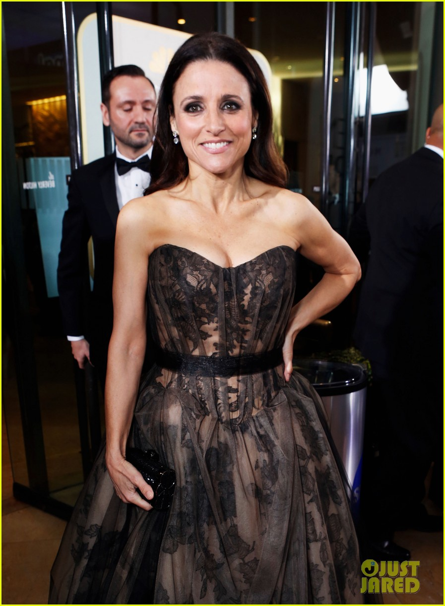 julia louis dreyfus golden globes 2013 red carpet 07