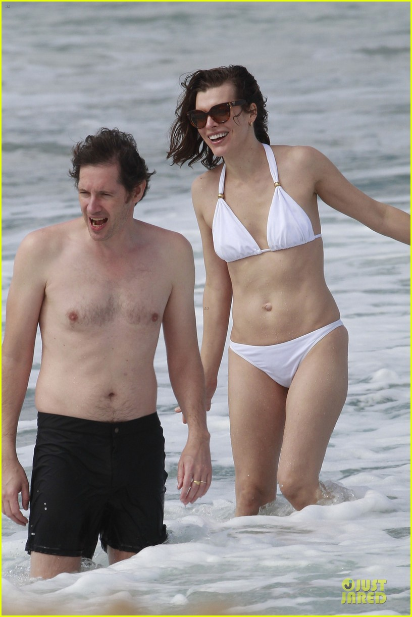 milla jovovich new years bikini outing 04