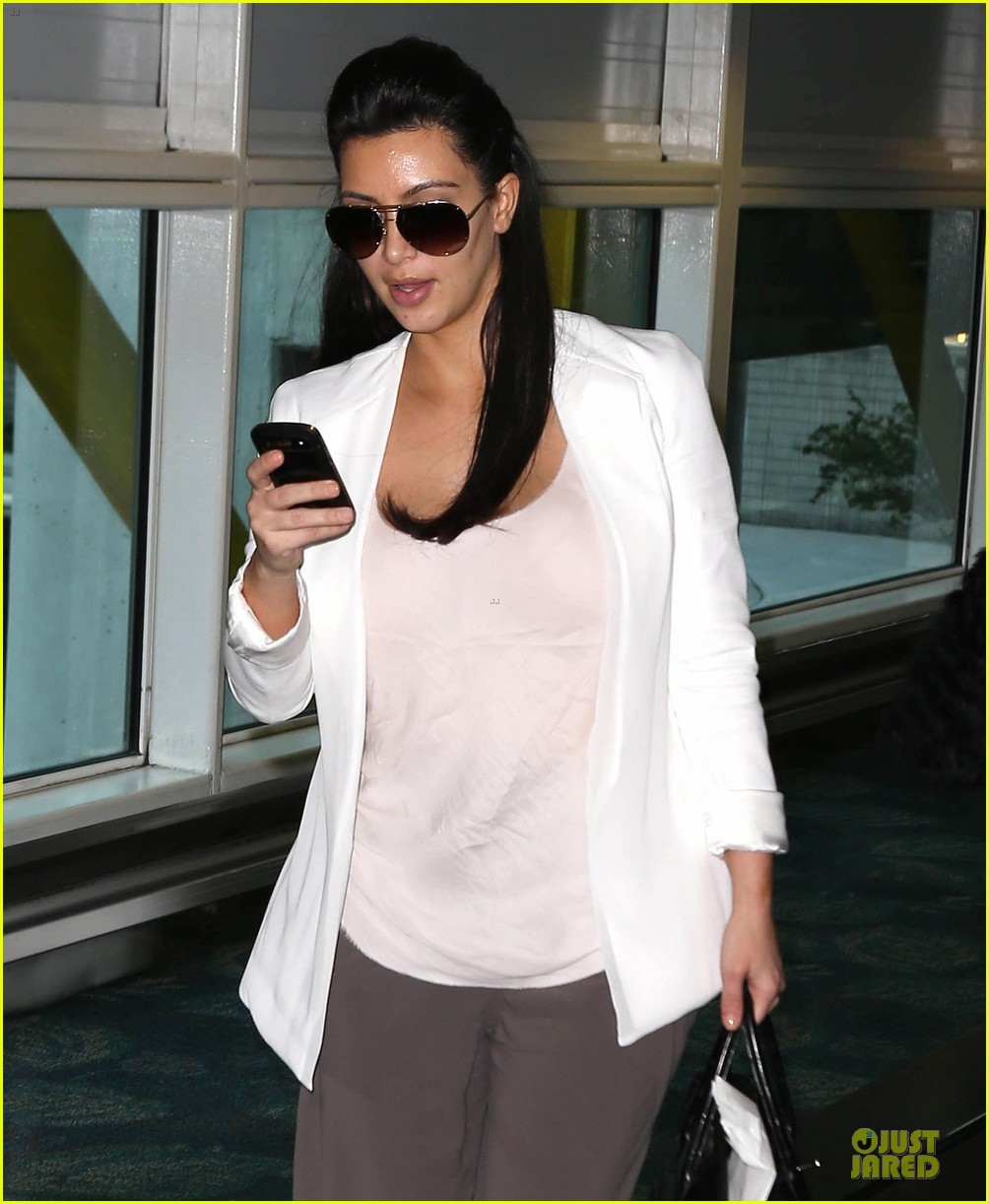 pregnant kim kardashian will be in abidjan for two events 02