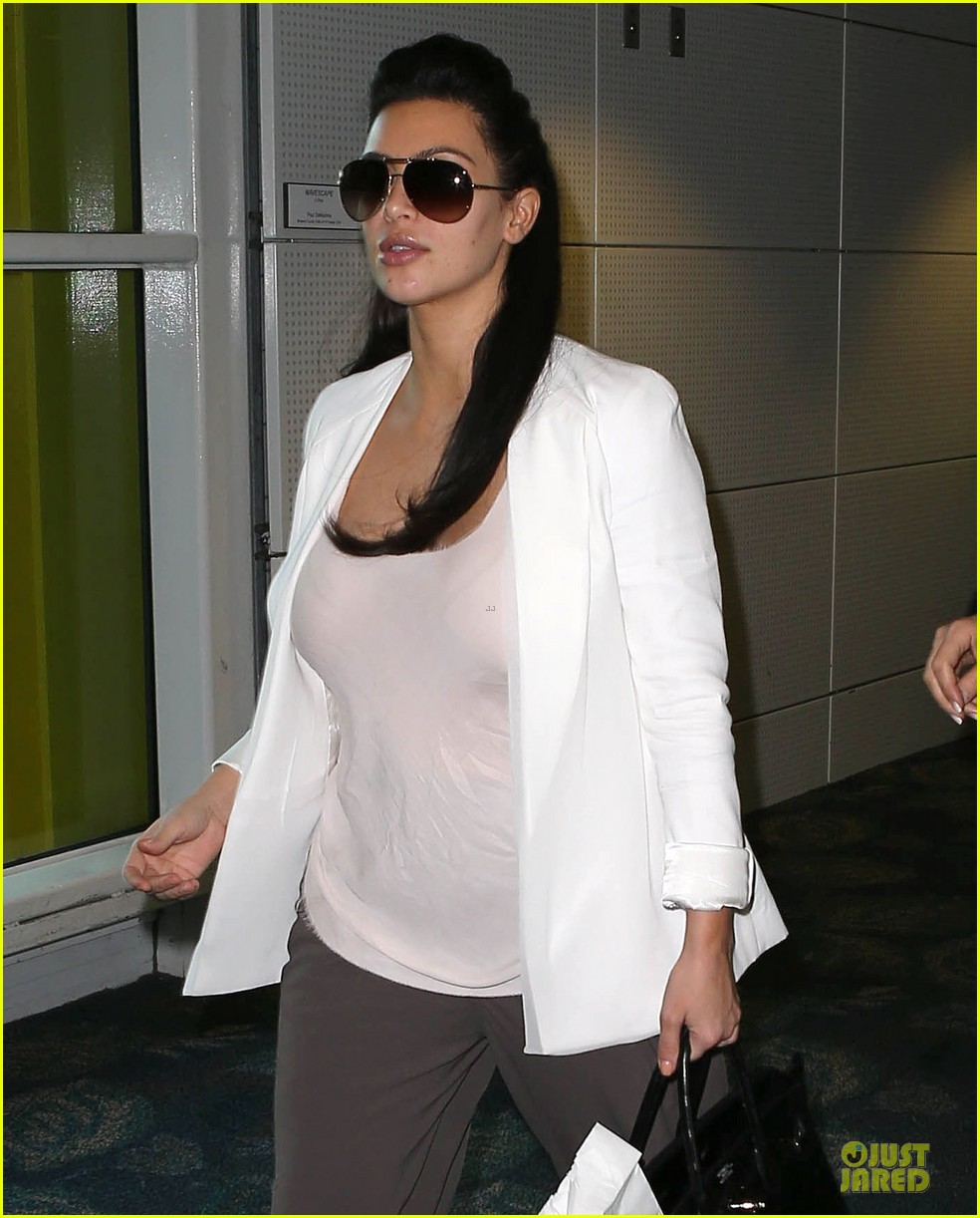 pregnant kim kardashian will be in abidjan for two events 04