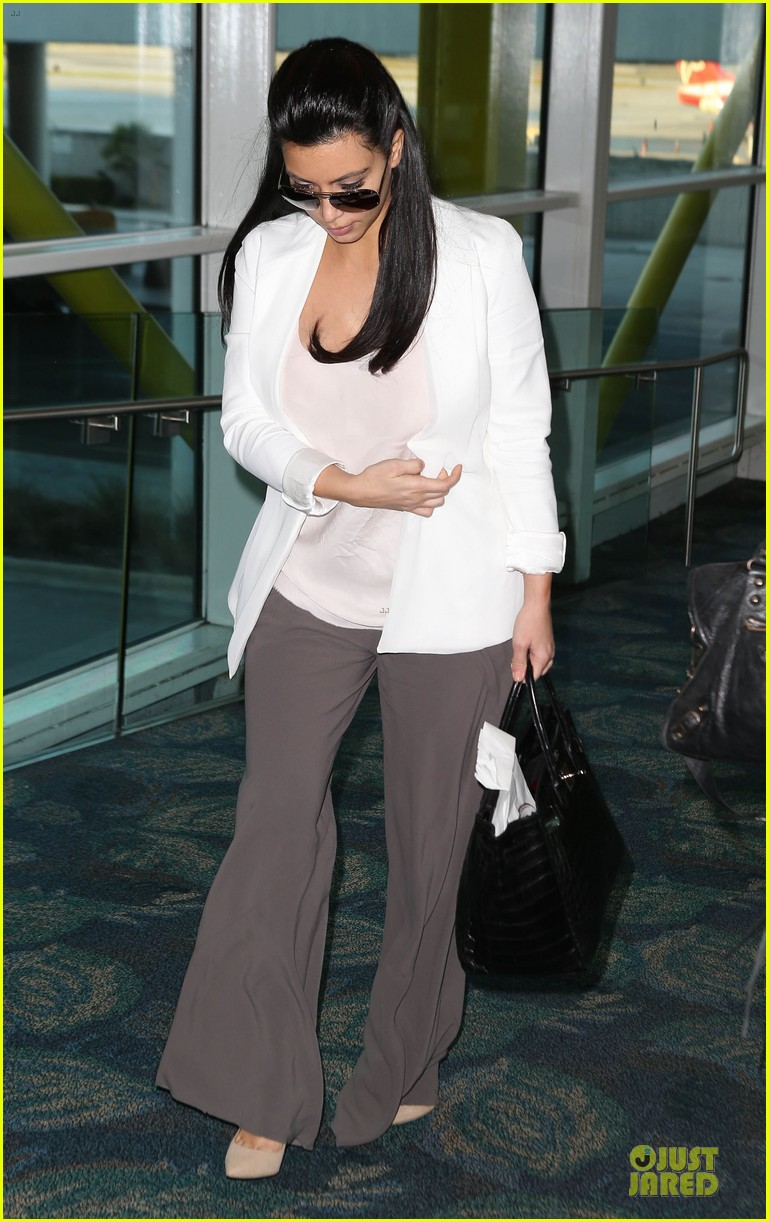 pregnant kim kardashian will be in abidjan for two events 05