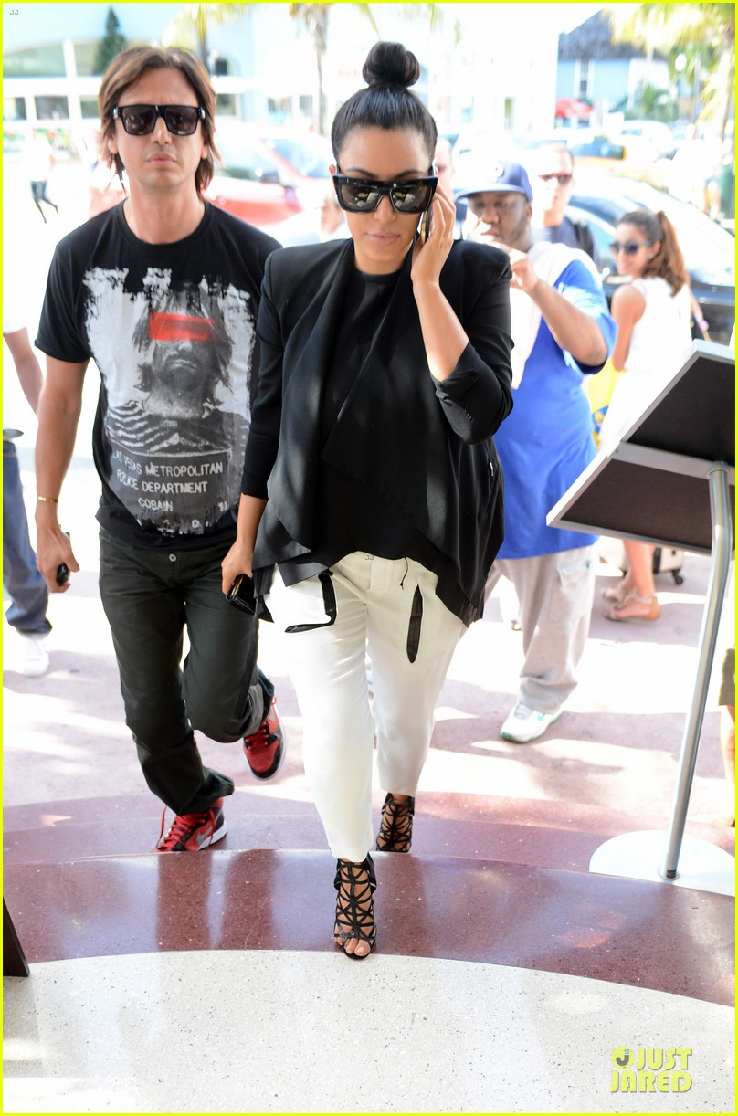 kim kardashian lunch & shopping with jonathan cheban 04