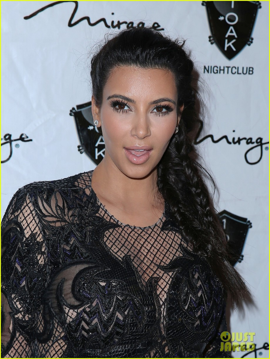pregnant kim kardashian kanye west new years eve red carpet 022783173