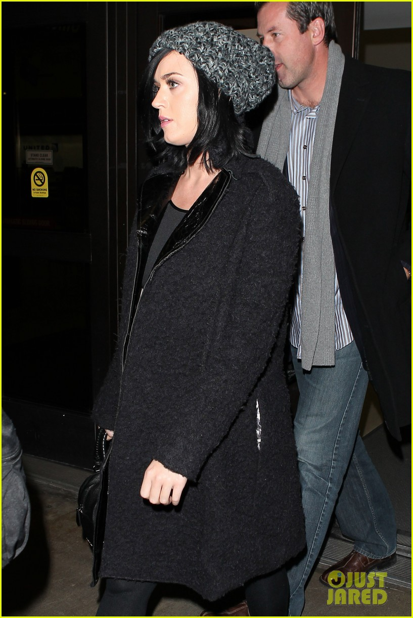 katy perry eva longoria arrive at lax after inauguration 03