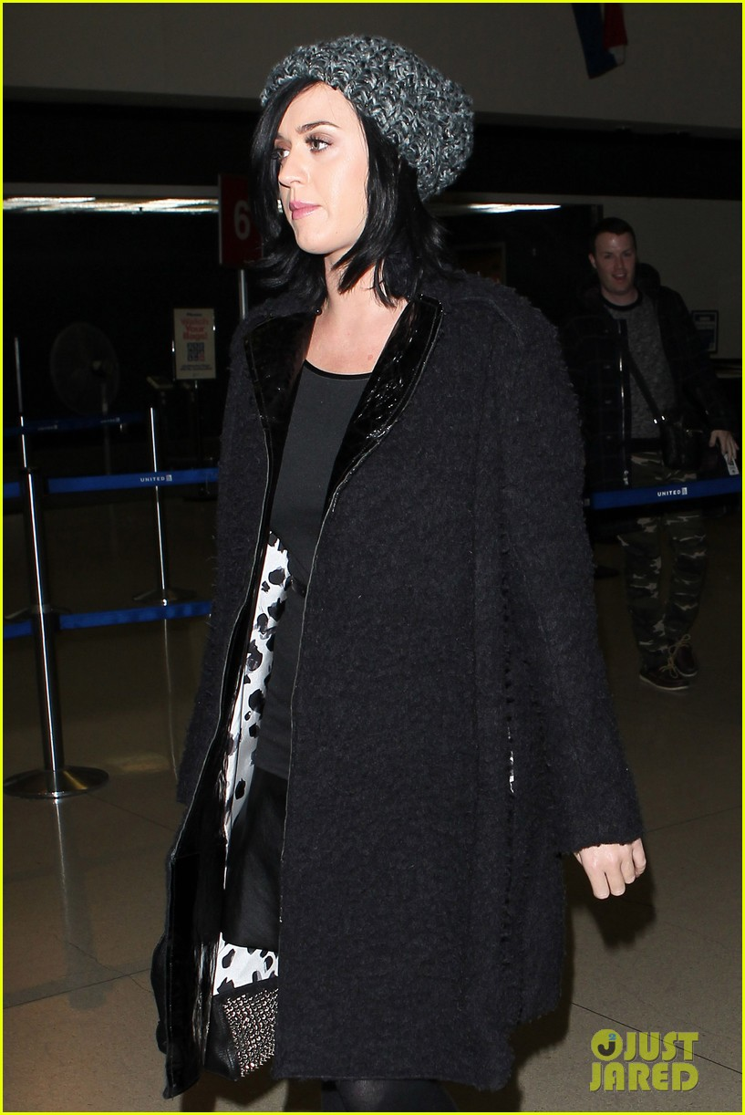 katy perry eva longoria arrive at lax after inauguration 06