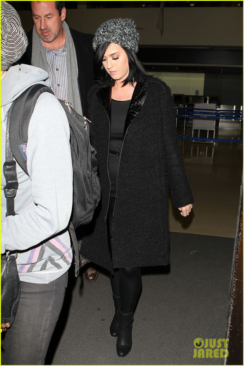 katy perry eva longoria arrive at lax after inauguration 07