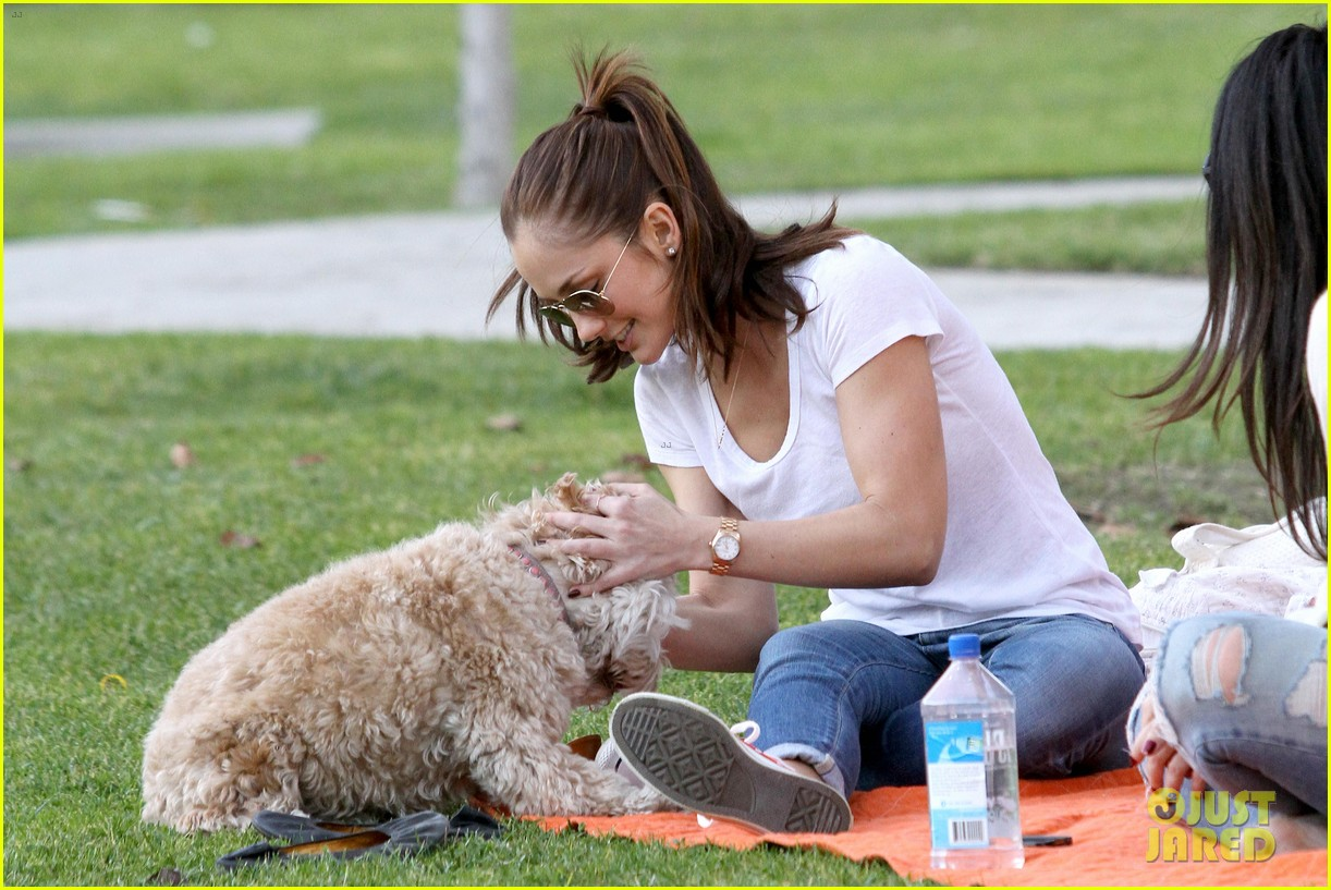 minka kelly dog park fun with chewy 03