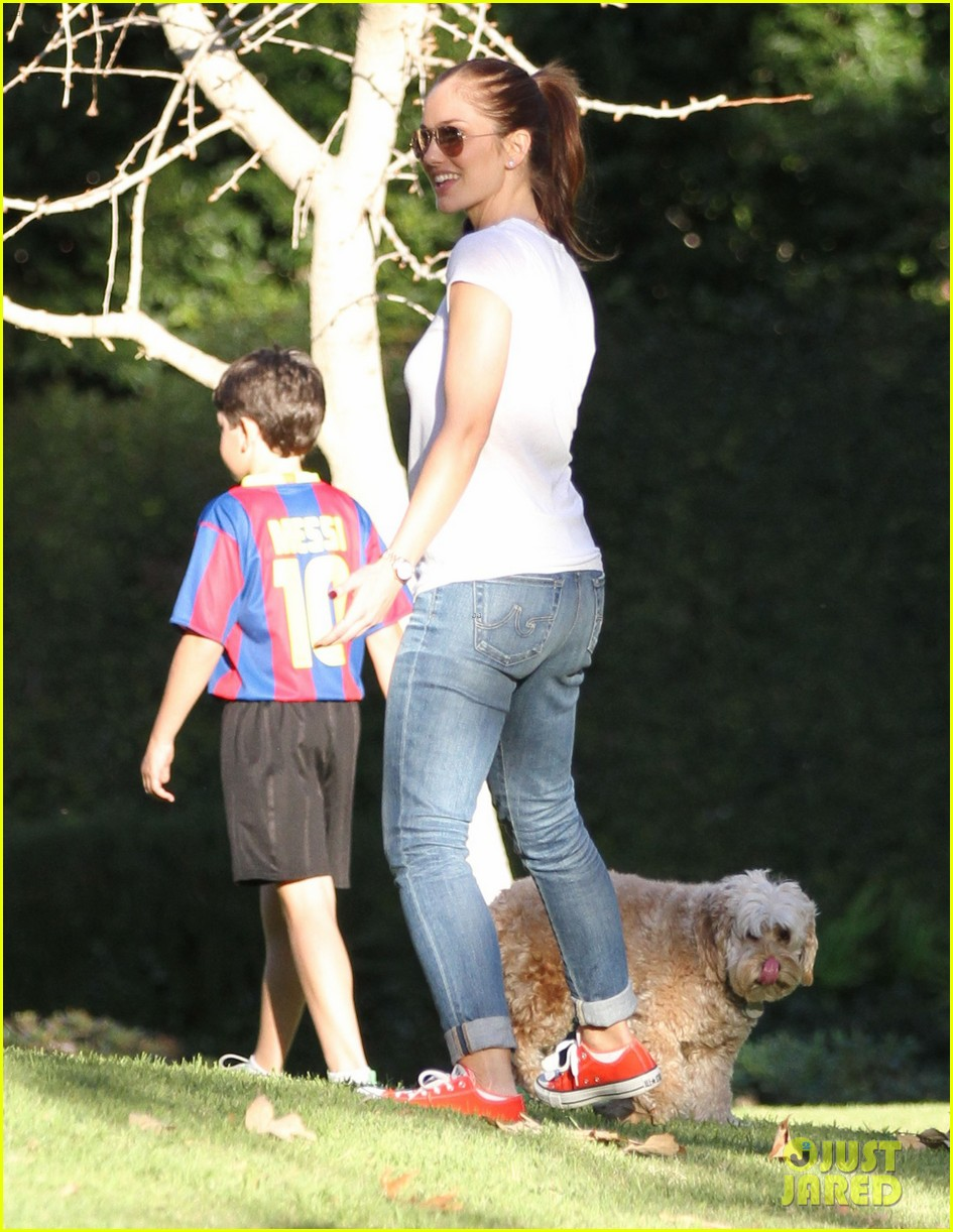 minka kelly dog park fun with chewy 10