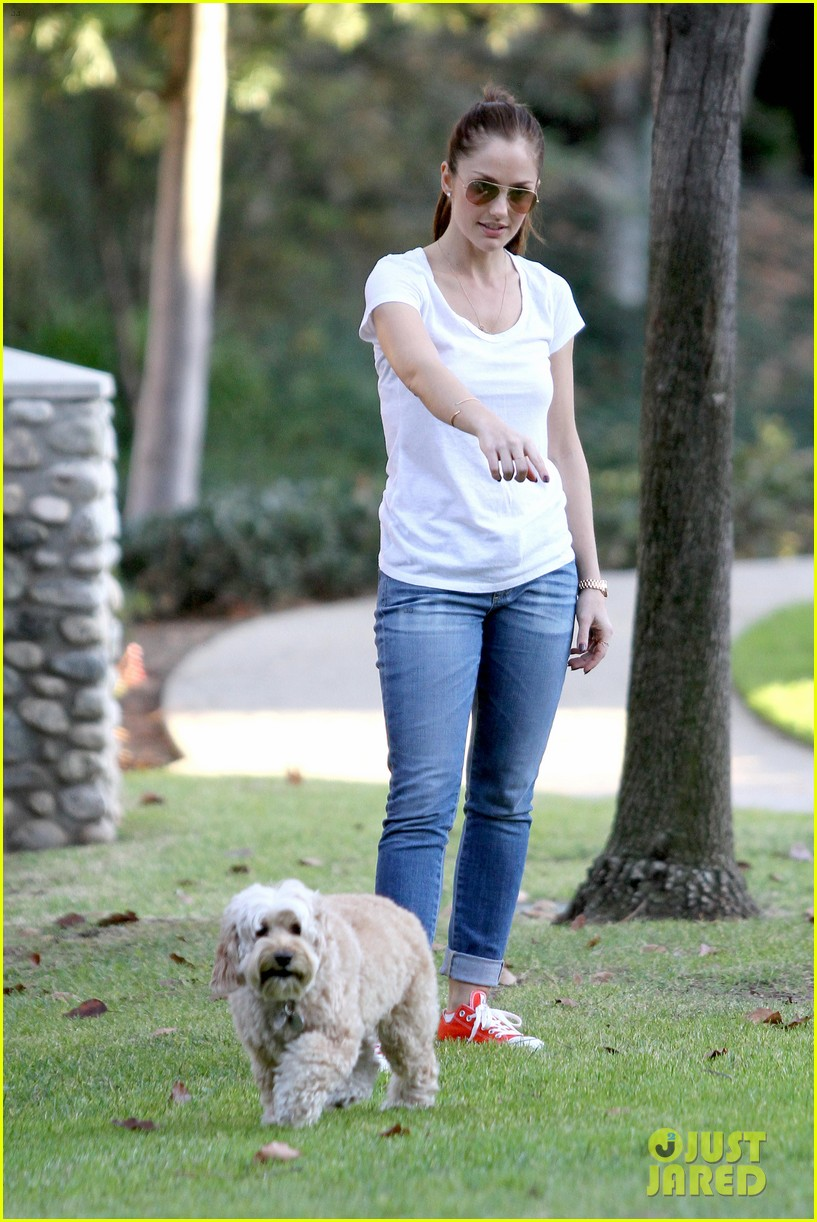minka kelly dog park fun with chewy 28
