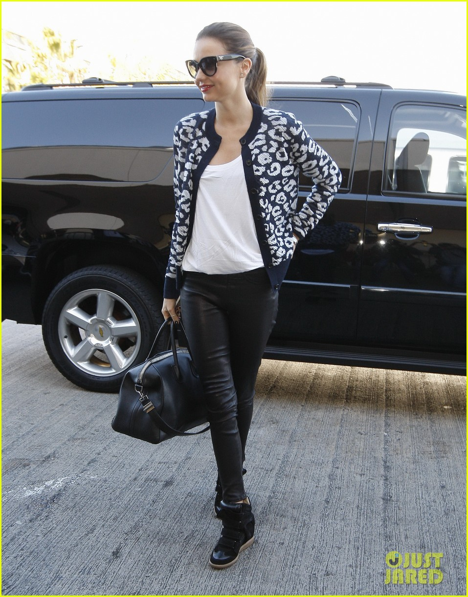 miranda kerr fashionable airport arrival 05