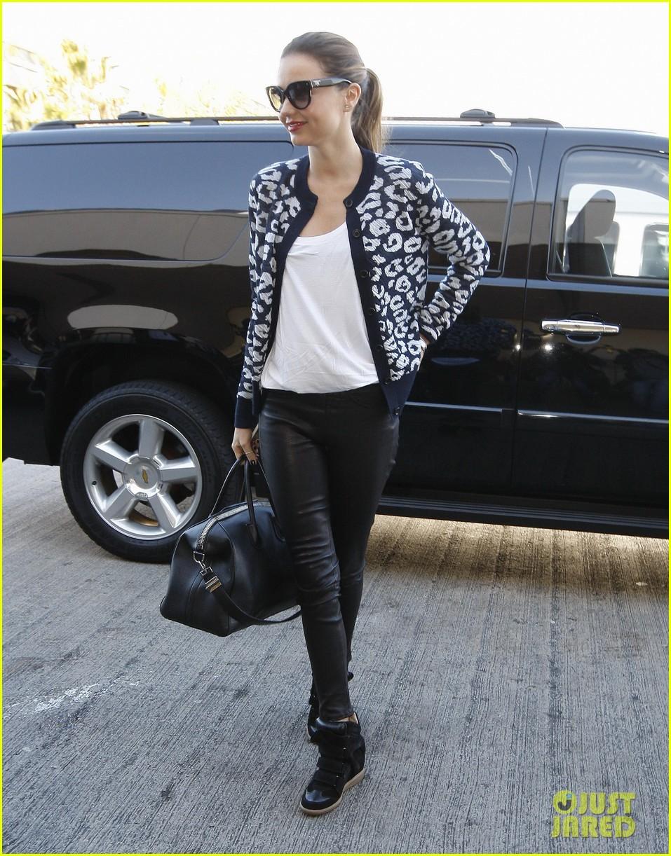 miranda kerr fashionable airport arrival 05
