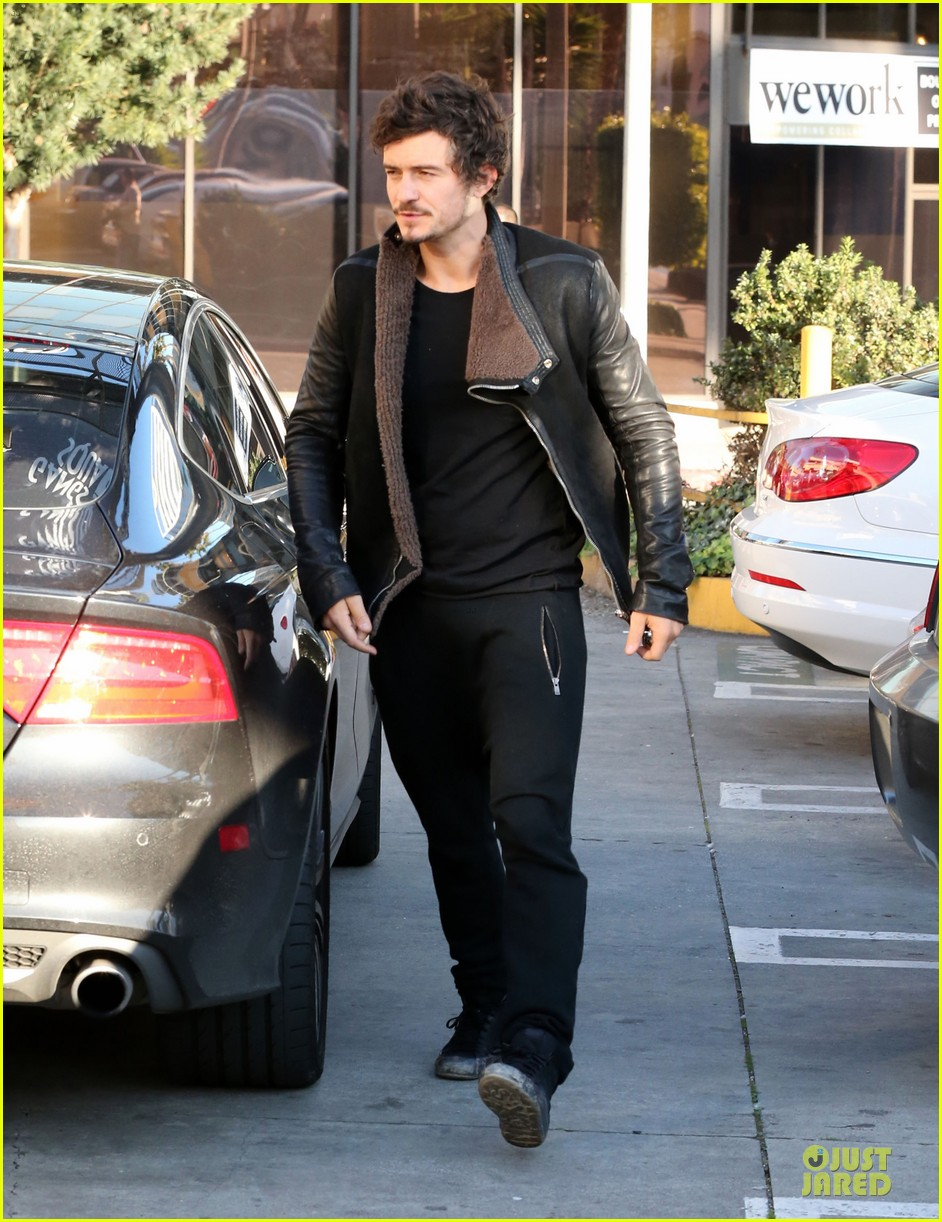 miranda kerr & orlando bloom spa pickup kisses 14