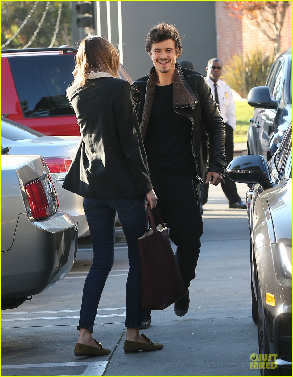 miranda kerr & orlando bloom spa pickup kisses 182784906