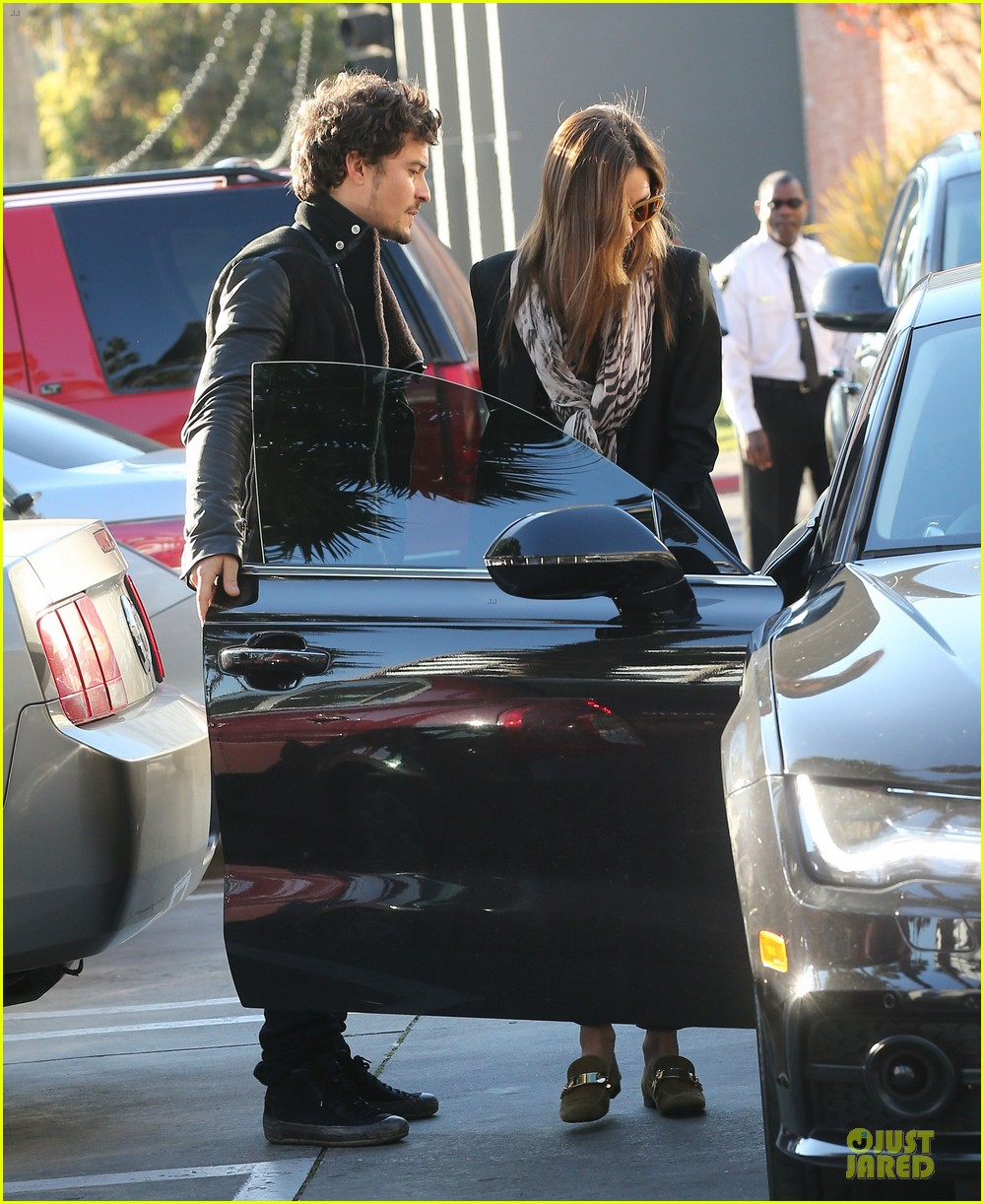 miranda kerr & orlando bloom spa pickup kisses 24
