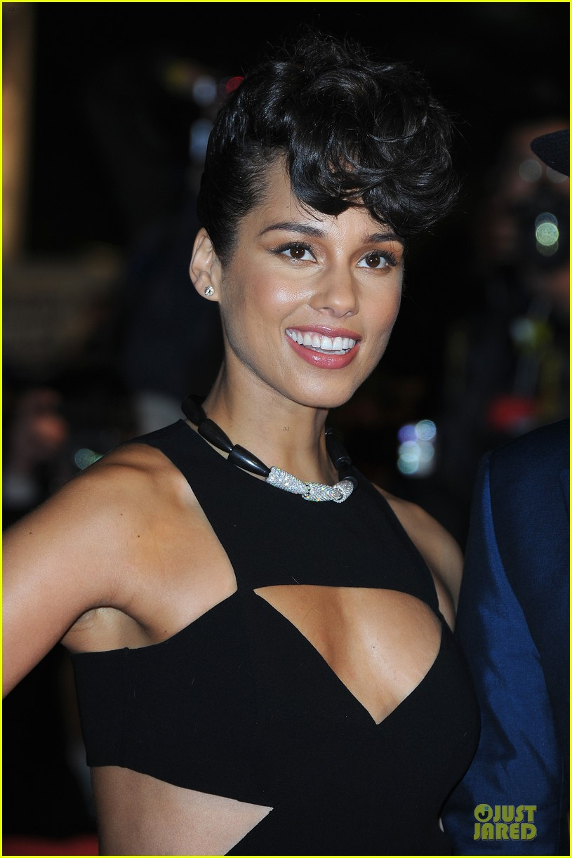 alicia keys nrj music awards 2013 red carpet 02