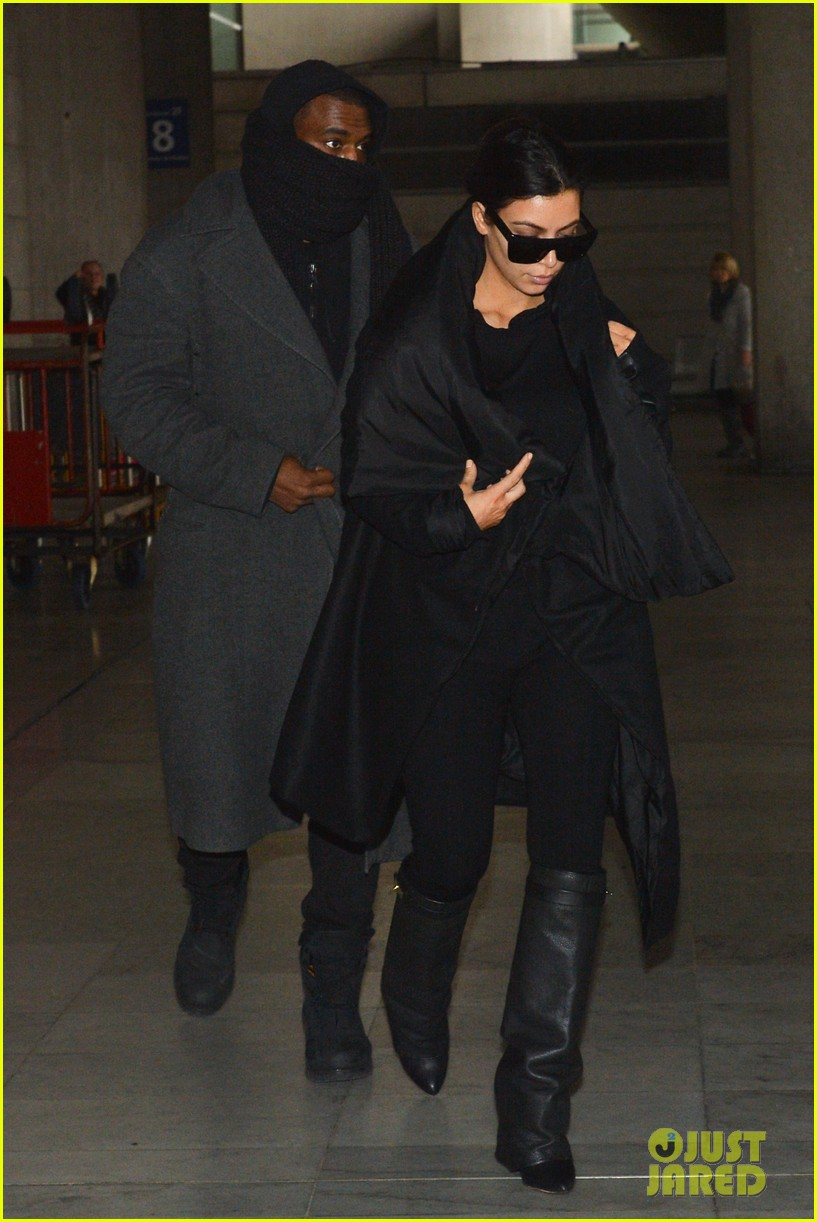 pregnant kim kardashian kanye west back in paris 042788487