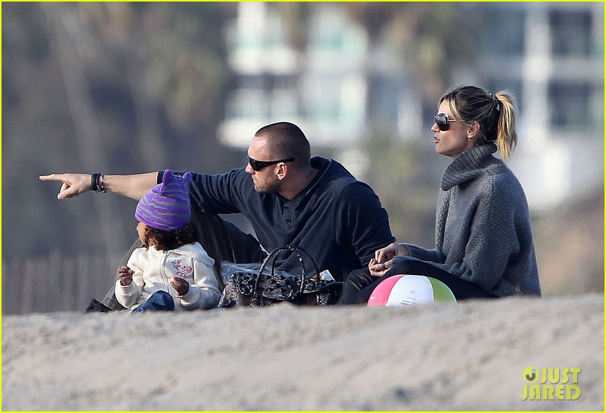 heidi klum beach day with martin kirsten and lou 172783858