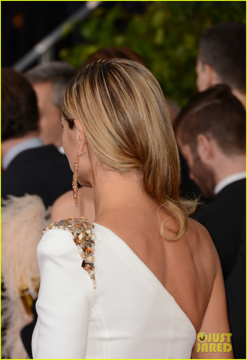 heidi klum golden globes 2013 red carpet 01