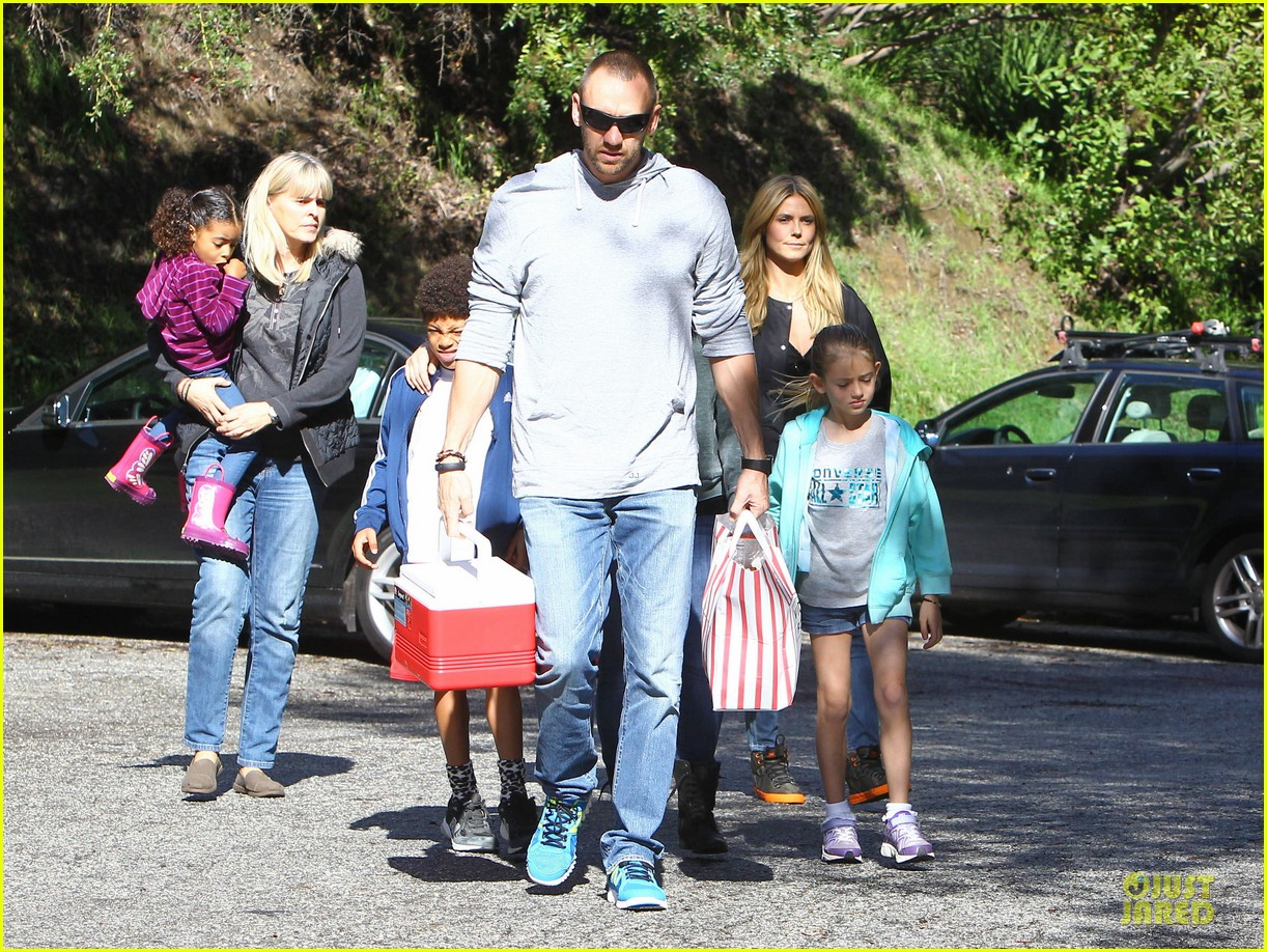 heidi klum martin kirsten swinging saturday with the kids 01