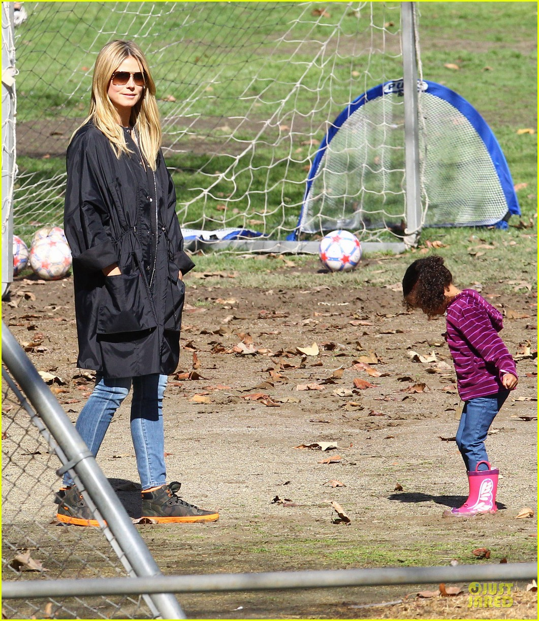 heidi klum martin kirsten swinging saturday with the kids 11