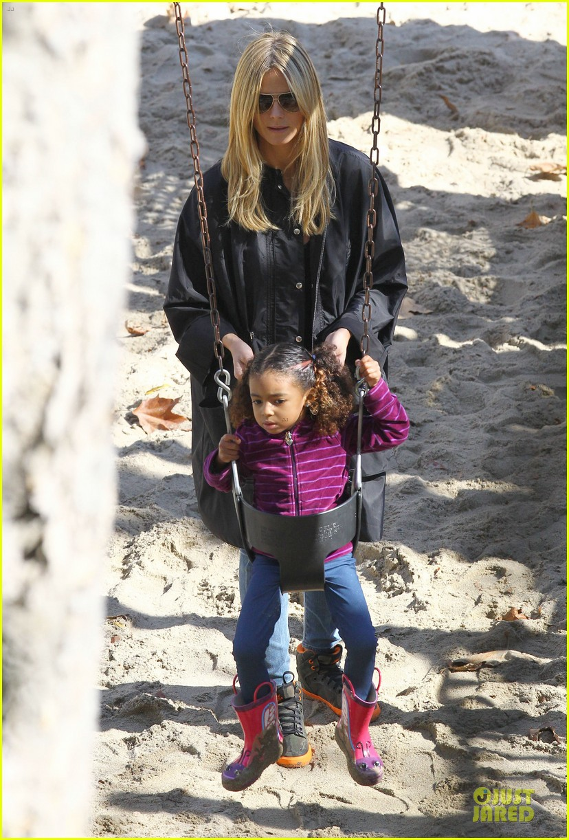 heidi klum martin kirsten swinging saturday with the kids 24