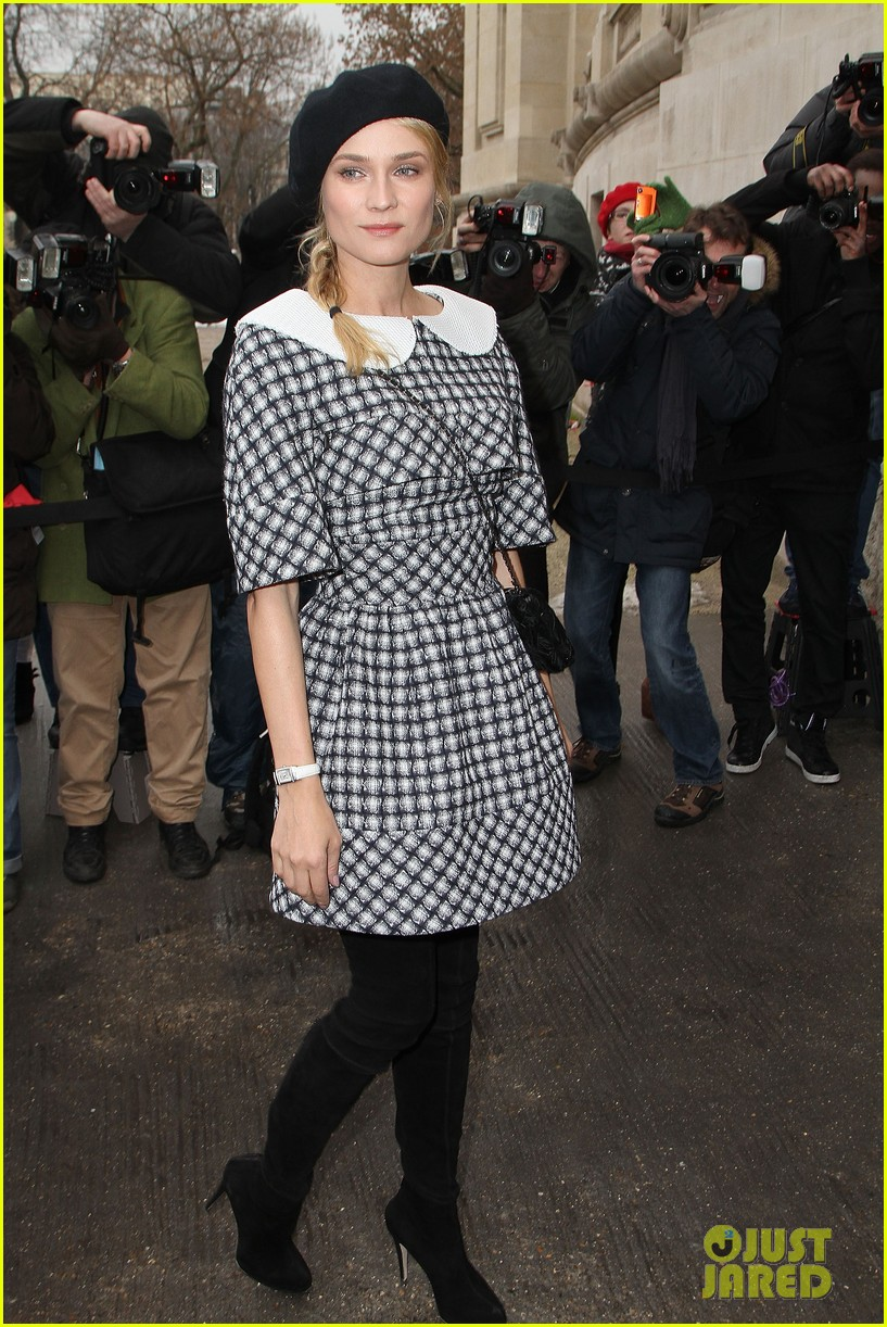 diane kruger hailee steinfeld chanel paris fashion week show 01