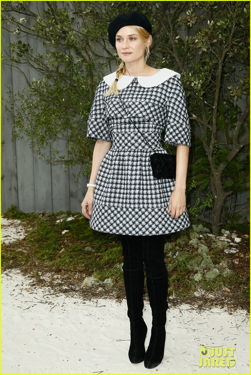 diane kruger hailee steinfeld chanel paris fashion week show 19
