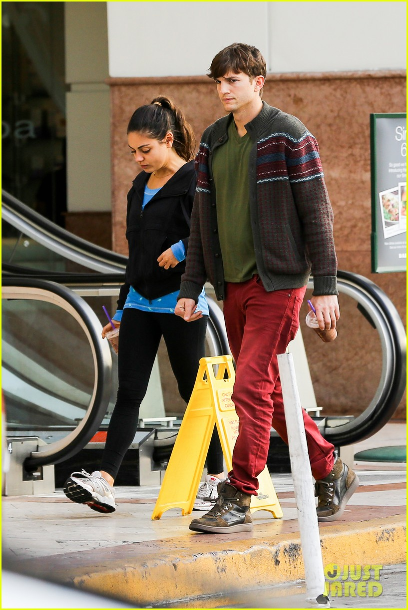 ashton kutcher mila kunis coffee bean couple 032798145