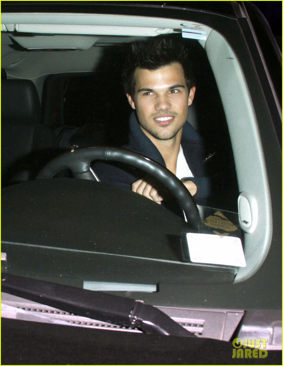 taylor lautner clippers game with sara hicks 06