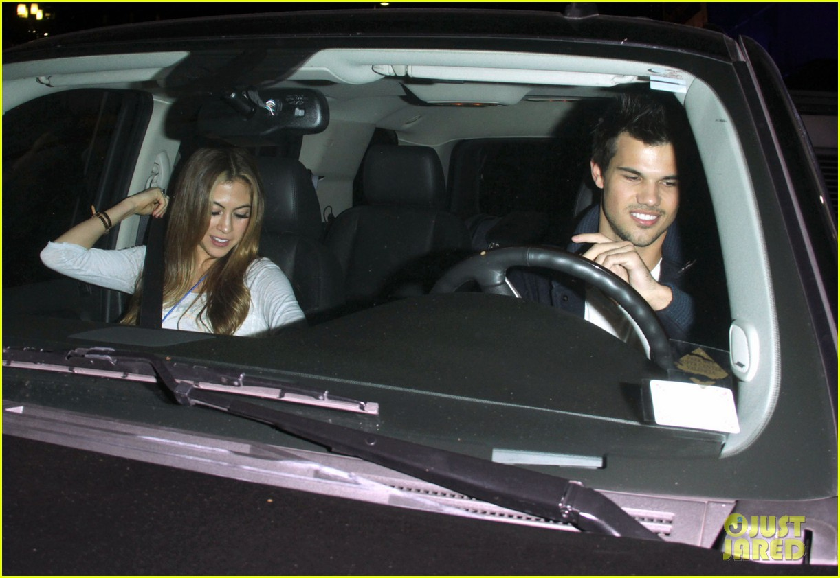 taylor lautner clippers game with sara hicks 082788433