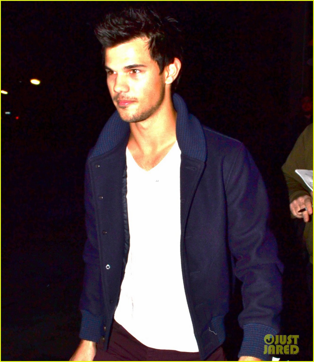 taylor lautner clippers game with sara hicks 102788435