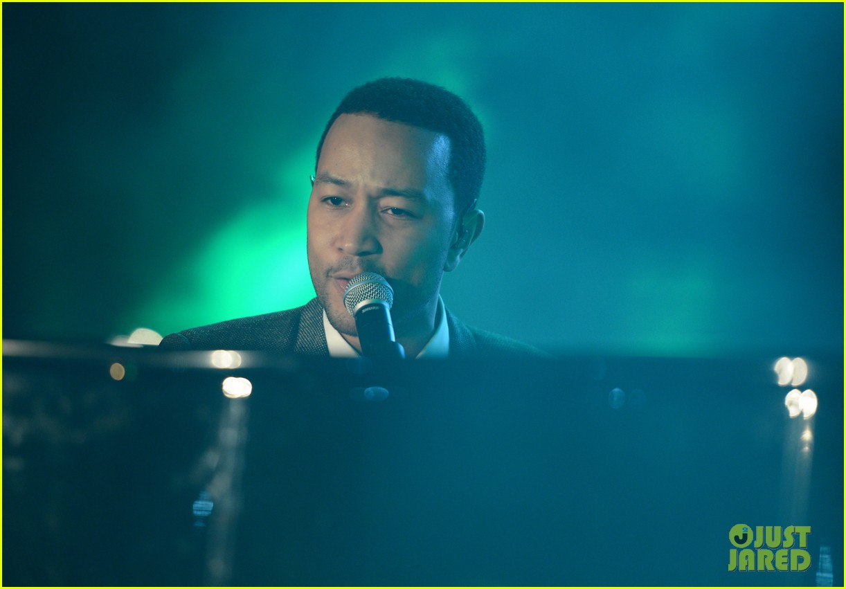 john legend chrissy teigen inaugural youth ball 24
