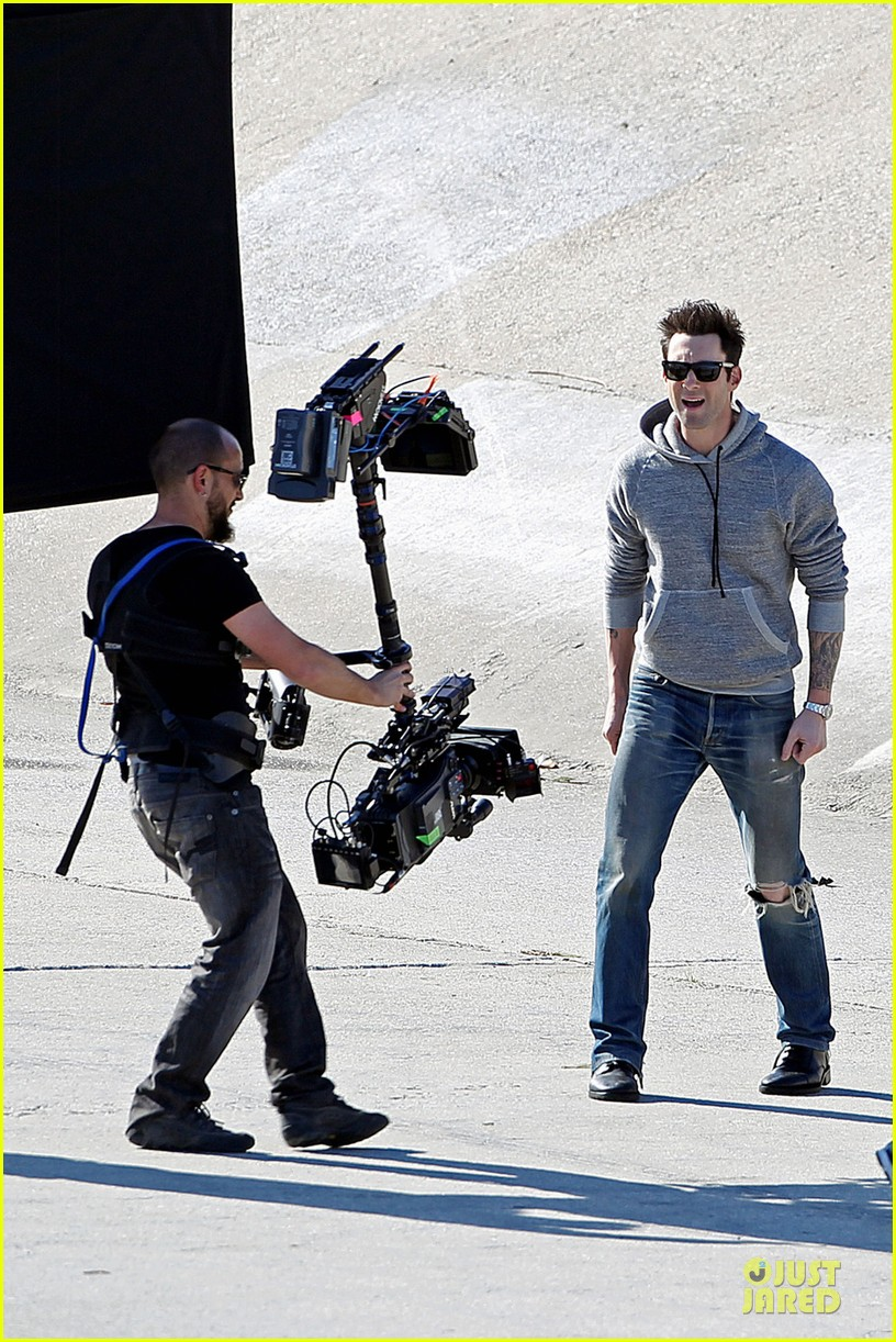 adam levine andy samberg music video shoot with the loney island 01