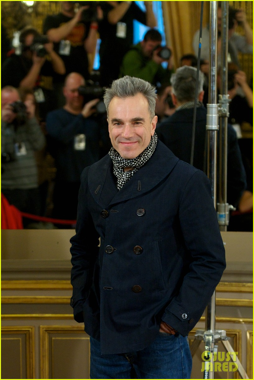 daniel day lewis promotes lincoln after golden globe win 082793202