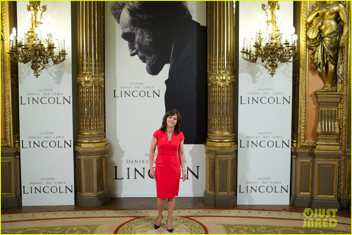 daniel day lewis promotes lincoln after golden globe win 19