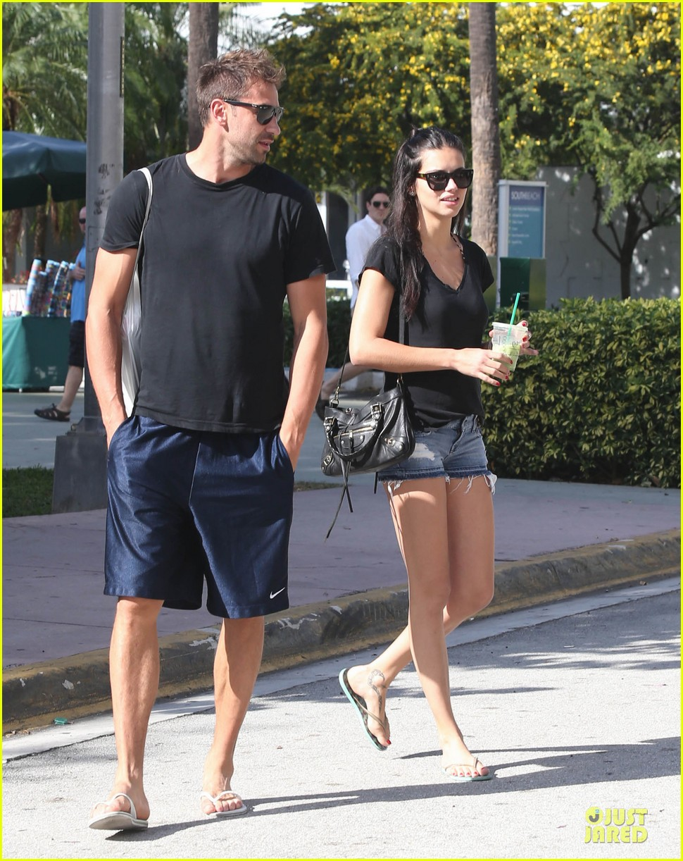 adriana lima chilling with husband marko jaric 032785227