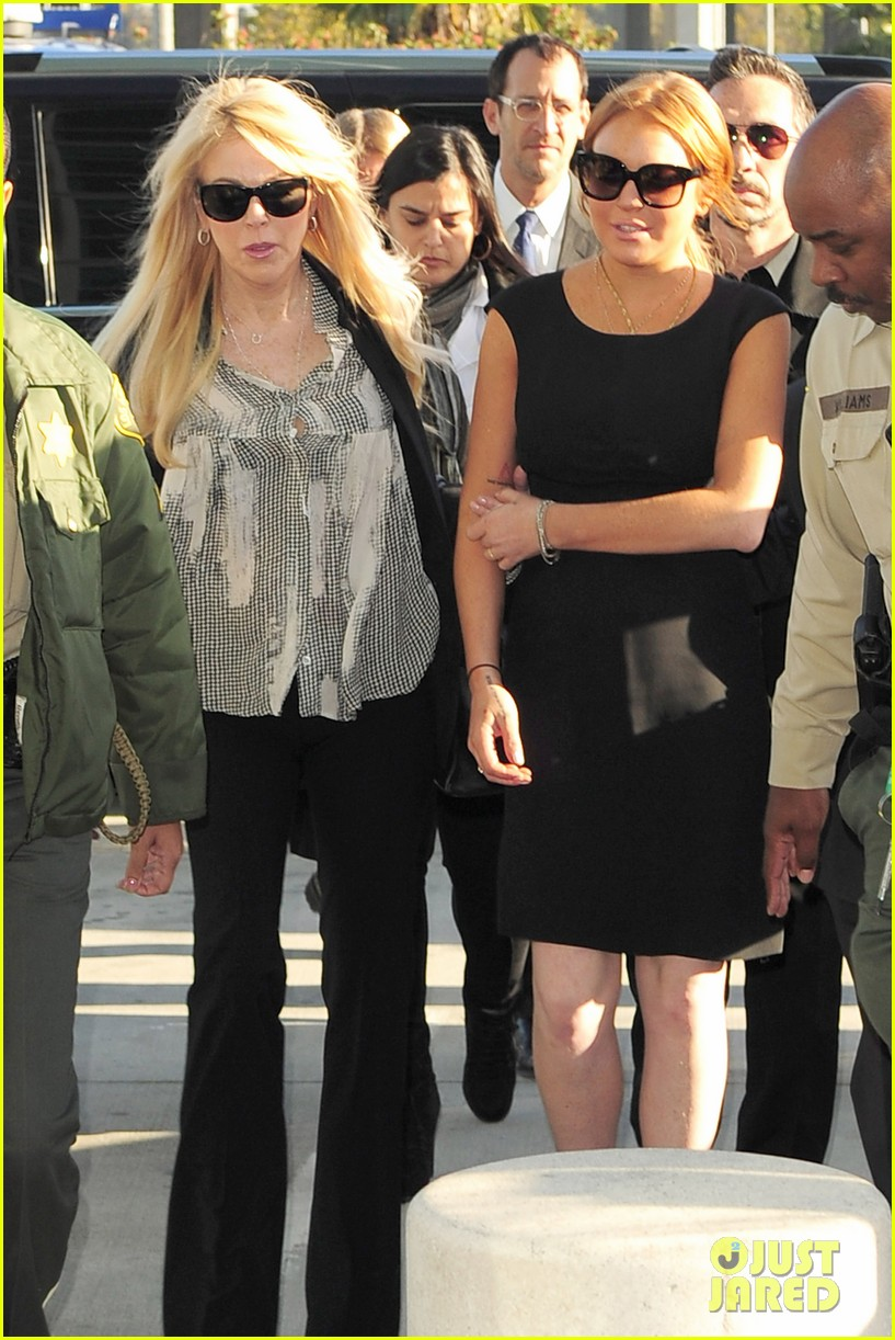 lindsay lohan arrives in court avoids jail time 04