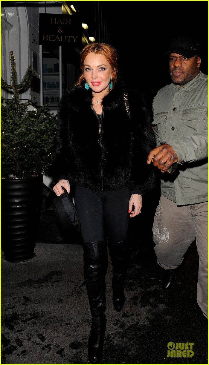 lindsay lohan nazomi restaurant dinner with pals 03