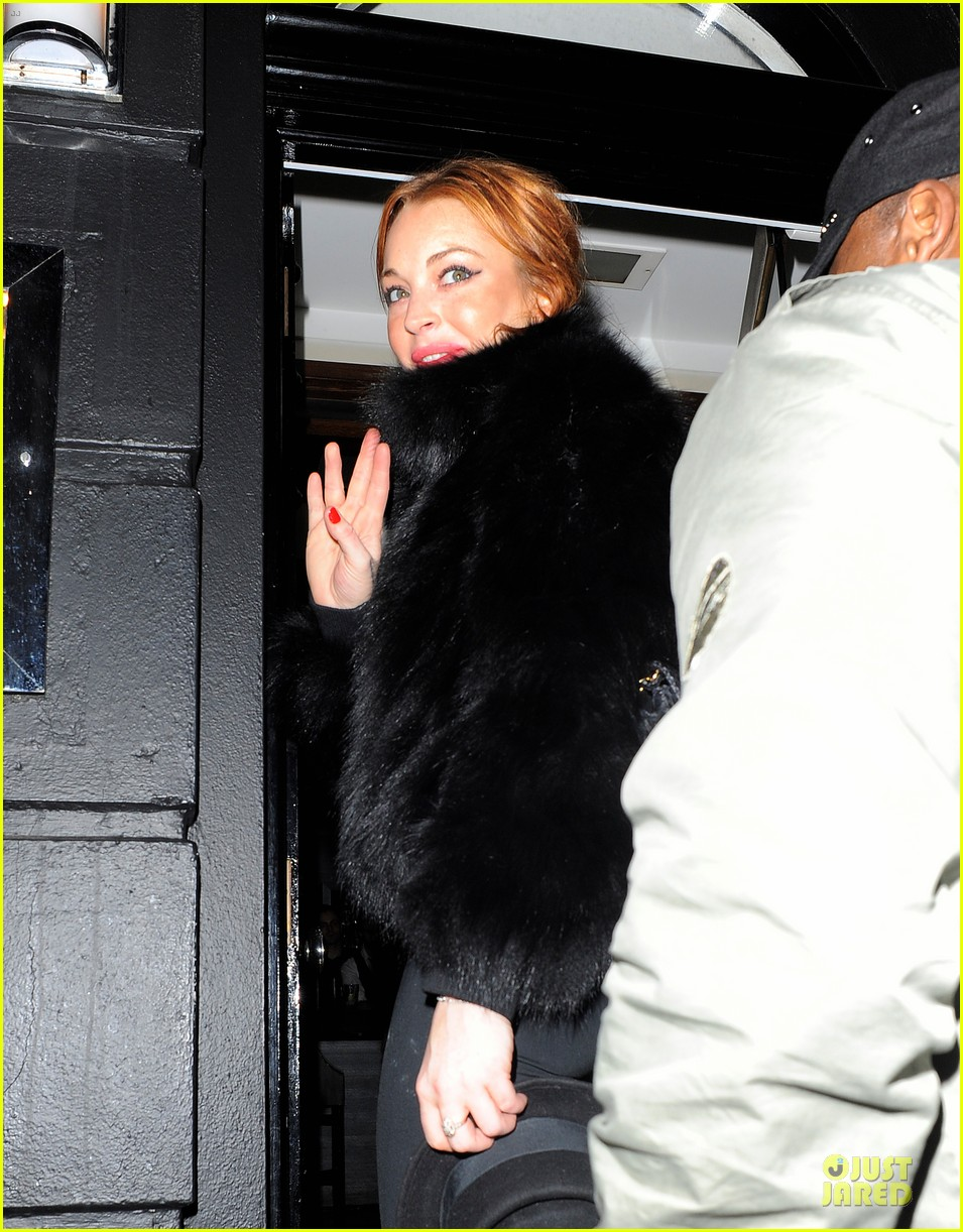 lindsay lohan nazomi restaurant dinner with pals 04