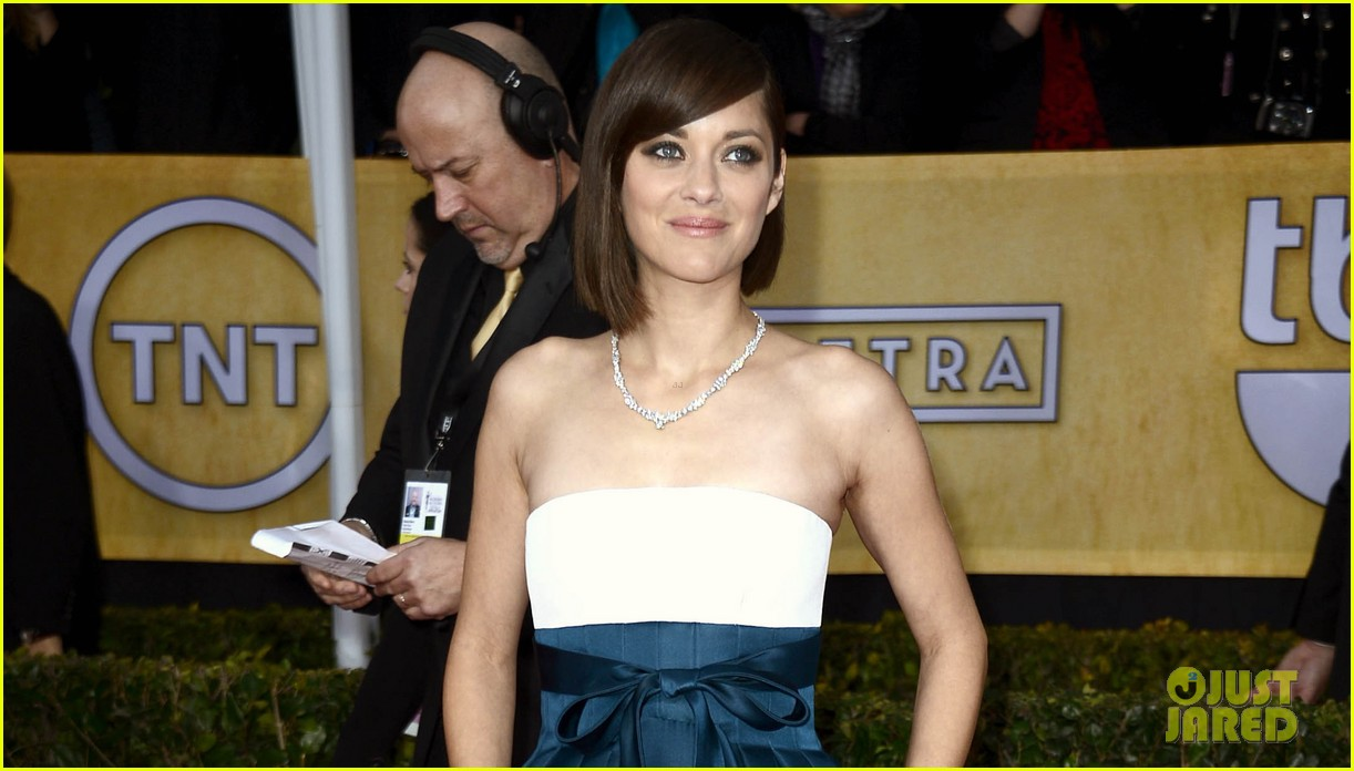 marion cotillard sag awards 2013 red carpet 02