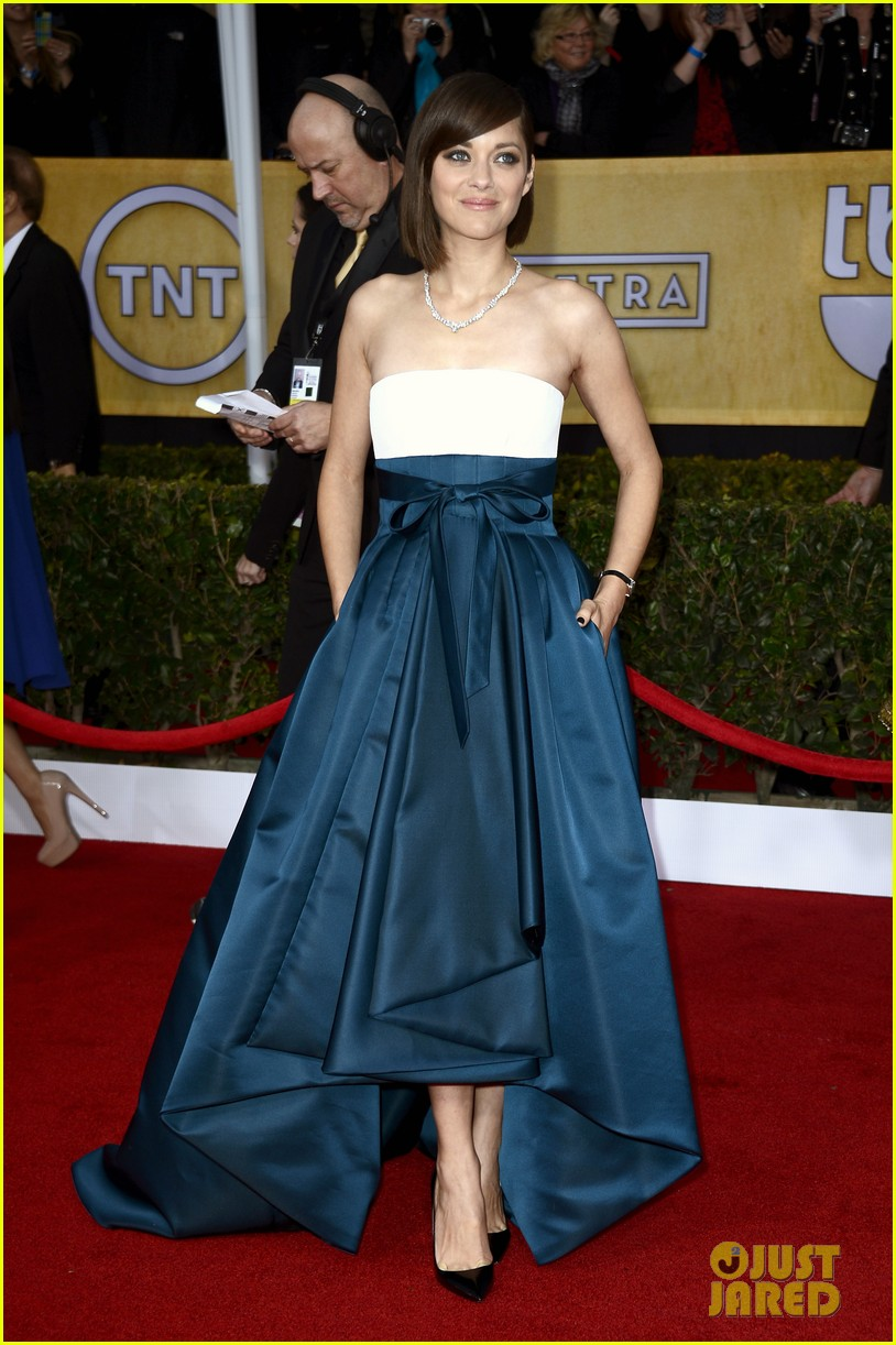 marion cotillard sag awards 2013 red carpet 05