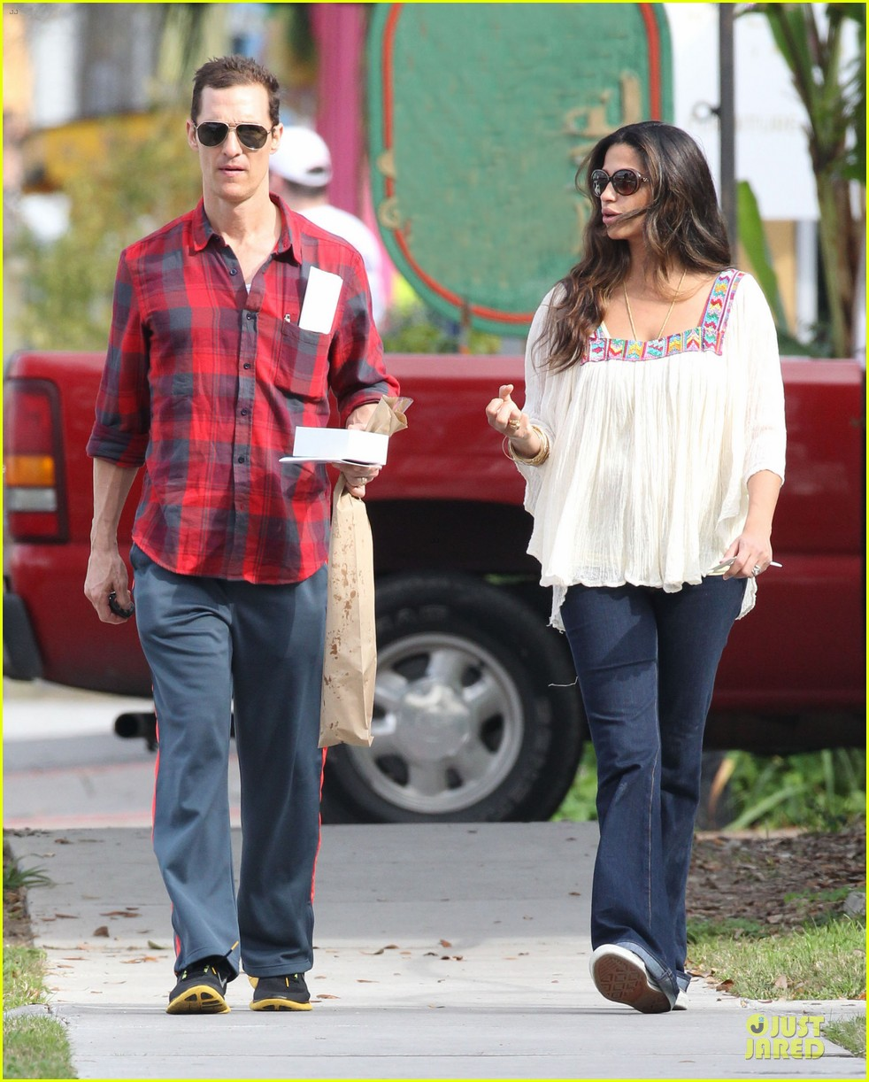 matthew mcconaughey camila alves birthday bakery stop 16