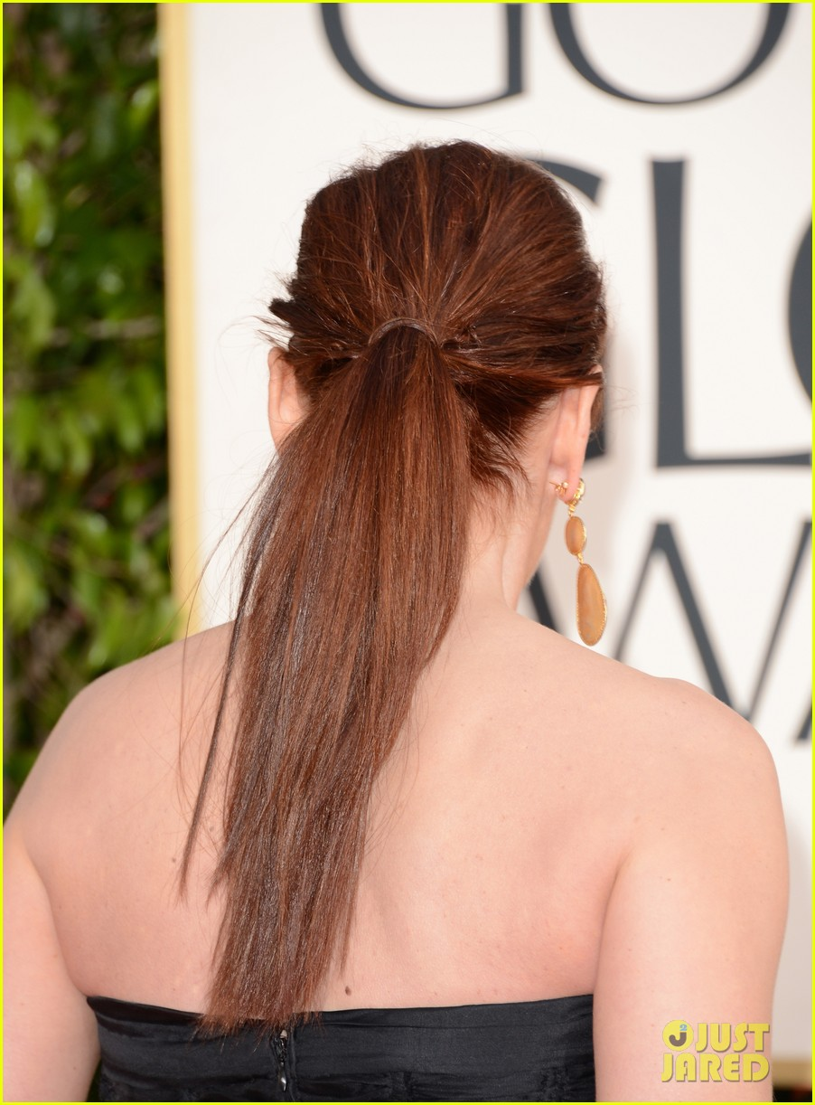 debra messing jack davenport golden globes 2013 red carpet 02