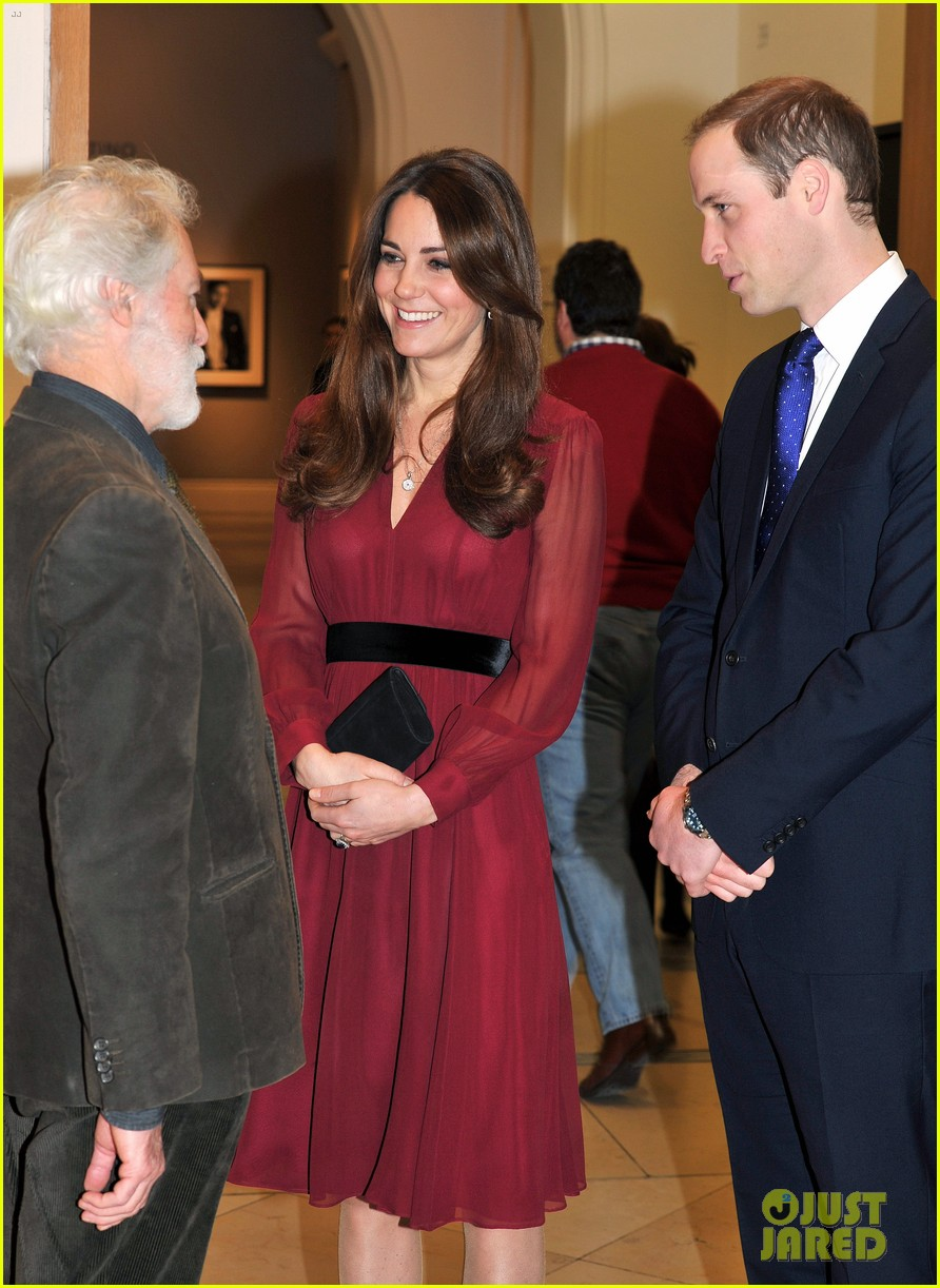kate middleton baby bump portrait reveal 04