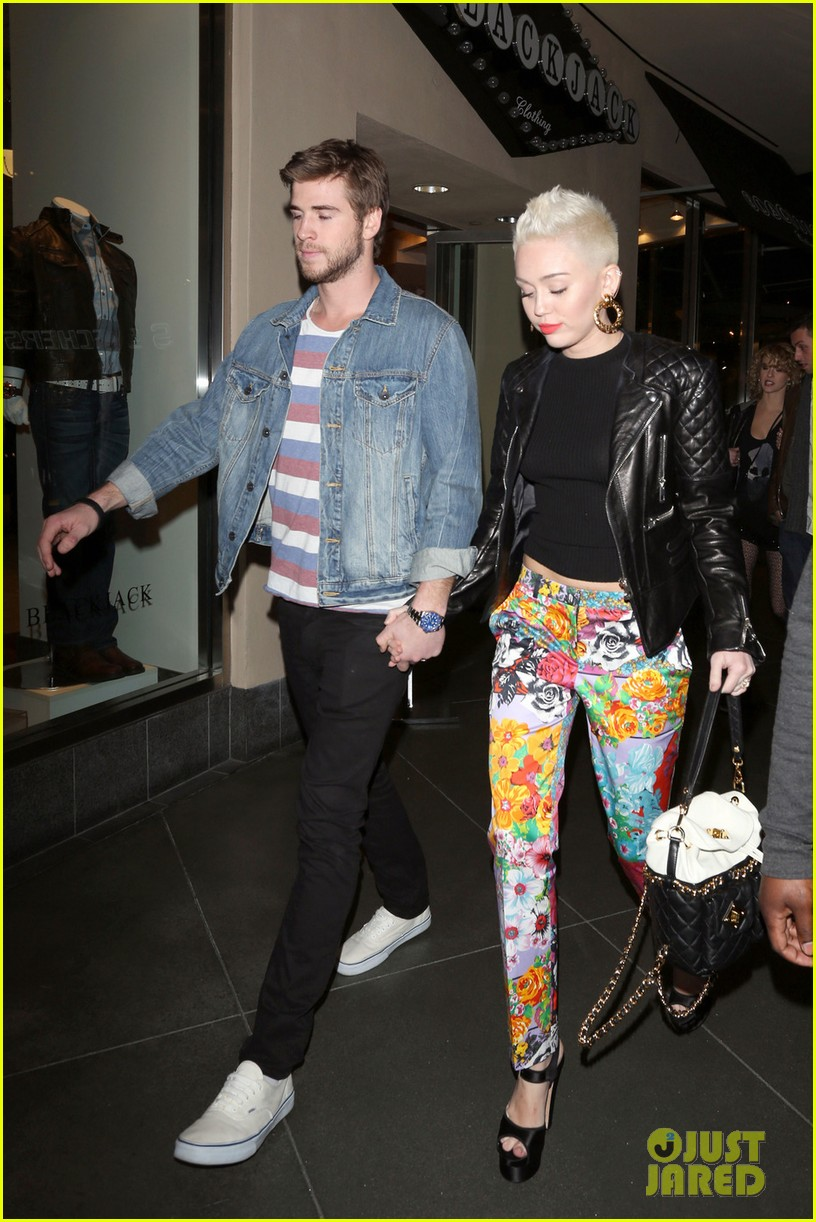 Full Sized Photo of miley cyrus liam hemsworth noah cyrus ...